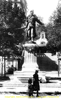 Illust : Statue du sergent(...), 41ko, 121x197