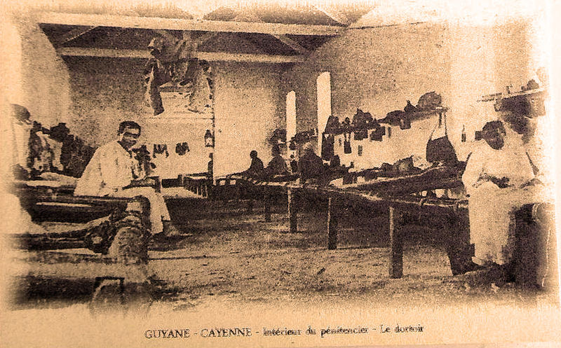 File:A Cayenne le dortoir du pénitencier.jpg