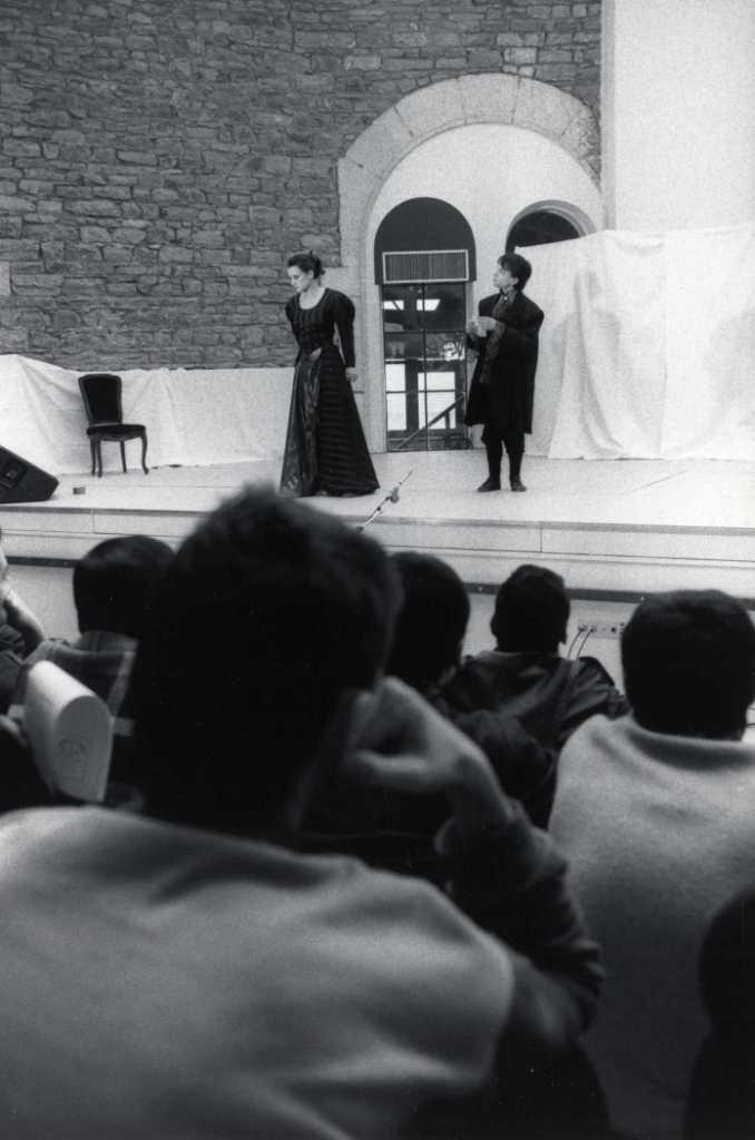 Le Jeu de l'Amour et du Hasard, à Saint-Paul (1987) © Fonds Lyon Figaro (BmL) - Marcos