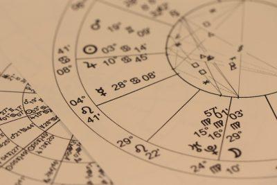 Shémas astrologiques très compliqués .