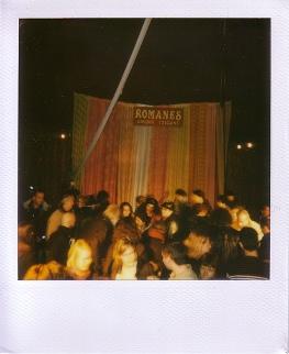 Sous le chapiteau du Cirque Romanès