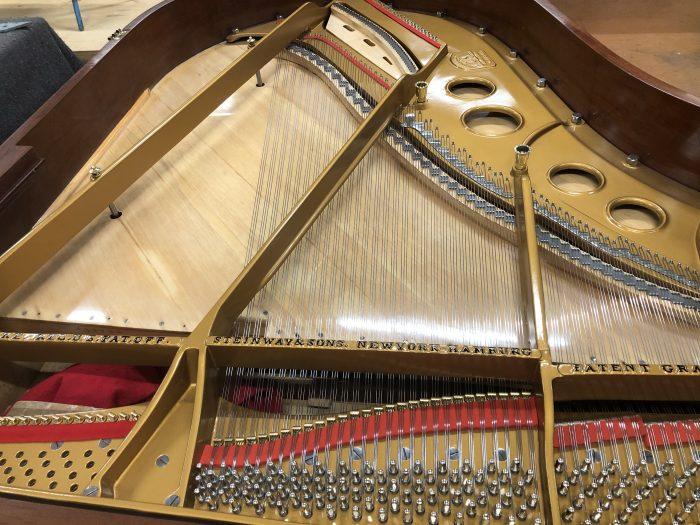 Photo d'une Restauration d'un Steinway - Crédits : Transmusic Concept